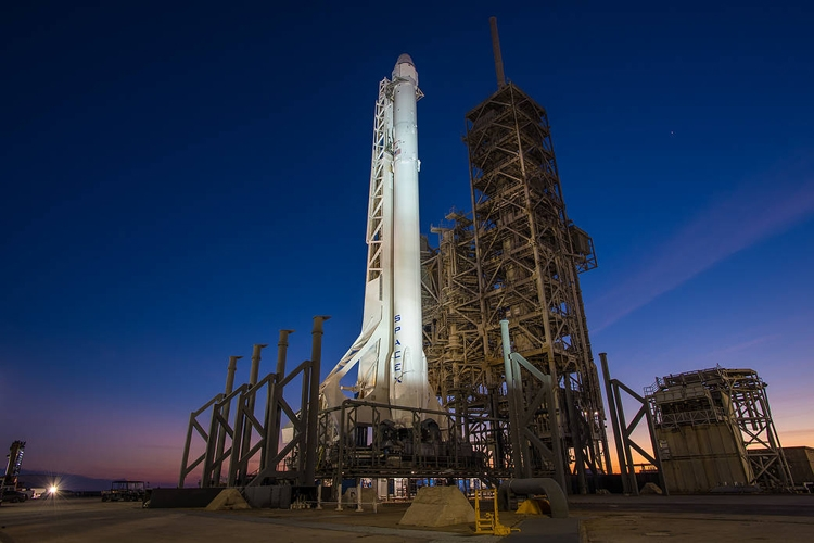 Launch Replays of Falcon 9 Rocket with Dragon   YouTube